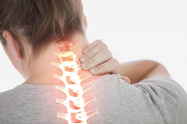 Bolečine v vratu in ramenskem obroču so zelo pogost znak kalcinacije
