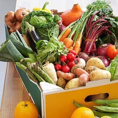 Izbirajte med pestro ponudbo ekološke zelenjave, stročnic, sadja in žit, ki naj jih ne bo preveč.