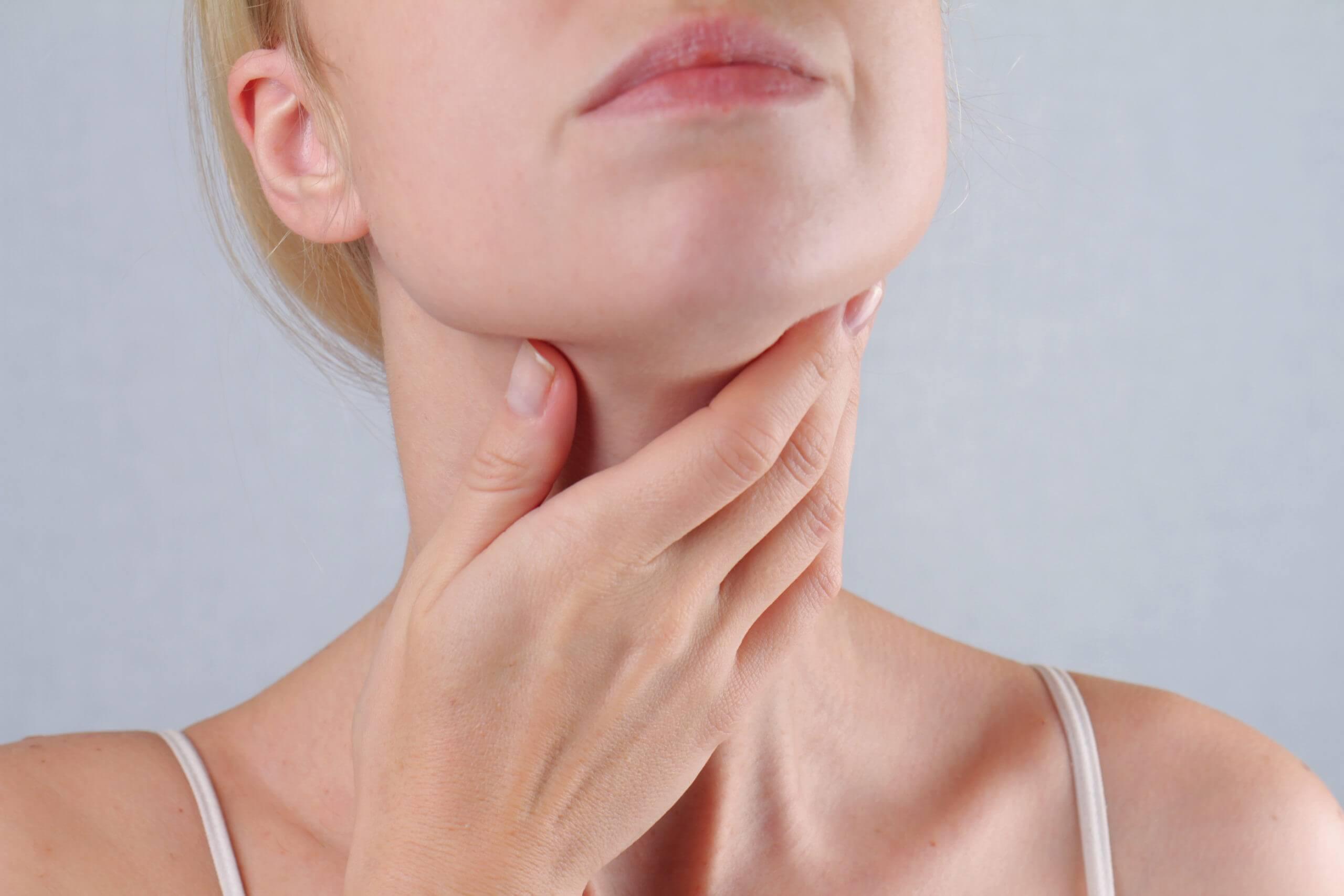 Ščitnica – vzroki za bolezni ščitnice in kako si lahko pomagate na naraven način