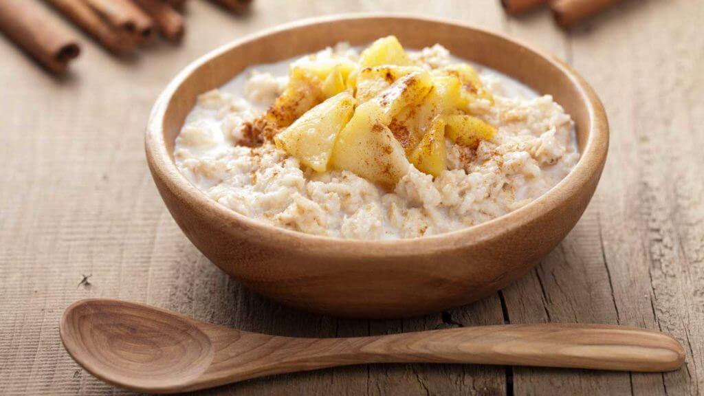 Kvinoja z jabolkom in cimetom