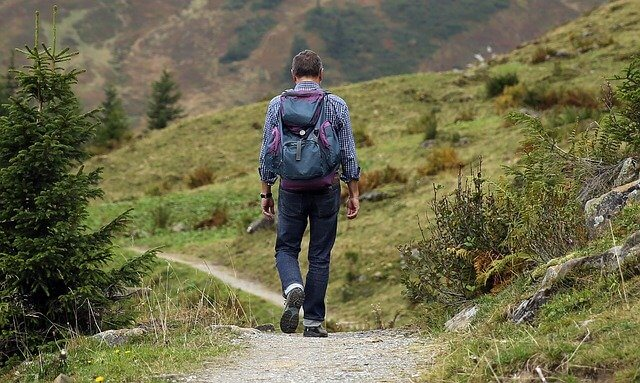 Gibanje v naravi zmanjšuje stres in tvori DHEA hormon